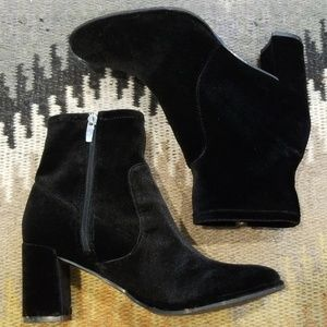 Gorg MARC FISHER Black Velvet Booties 7.5